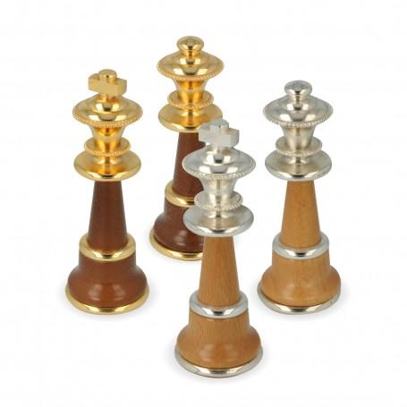Schachfiguren aus Messing und Holz von Hand gemacht und montiert mit Gold-und Silberbad