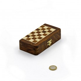 Magnetisches quadratisches Klappschspiel mit Schachfiguren und Damespiel aus Holz